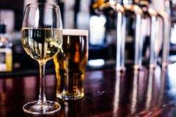 Великобритания введет новые правила продажи алкоголя в аэропортах