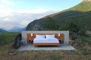 В Швейцарских Альпах открылся отель без стен и крыши