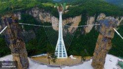 Рекорд над бездной: в Китае открыли самый длинный стеклянный мост