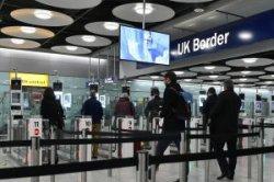 Аэропорты Великобритании будут брать деньги за проход без очереди