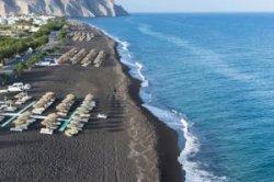 Пляж Перисса на Санторини — лучший пляж с черным песком