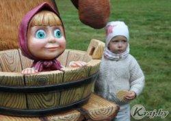 В Вилейке появились скульптуры—персонажи из российского мультфильма «Маша и Медведь»