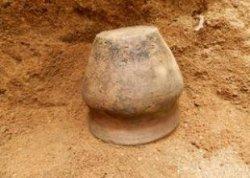 В Мядельском районе археологи нашли старинный гончарный сосуд, украшения и предметы быта