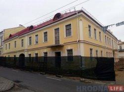 Реконструкция на Кирова, 3 в Гродно завершена: старый фасад превратился в новодел