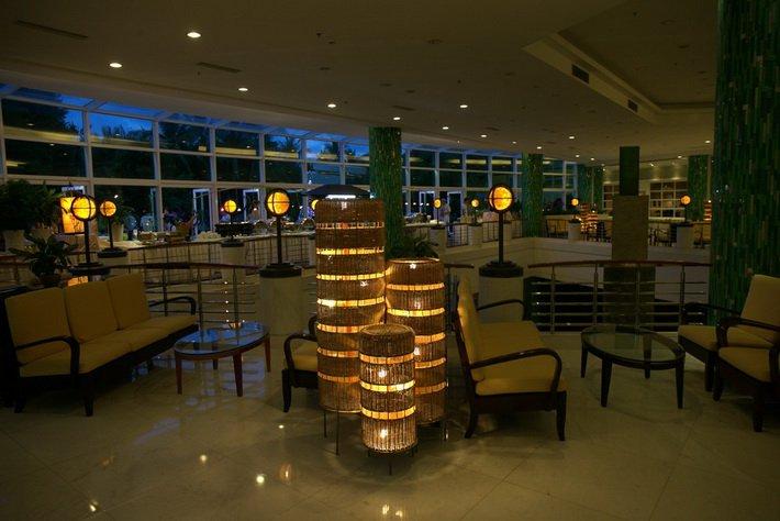 В фойе отеля Intime Resort,
