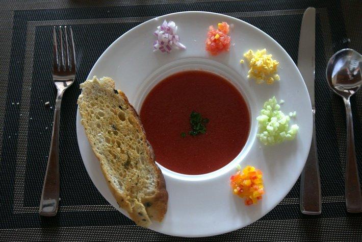 Ресторан Teatro в отеле Conrad предлагает блюда и европейской кухни