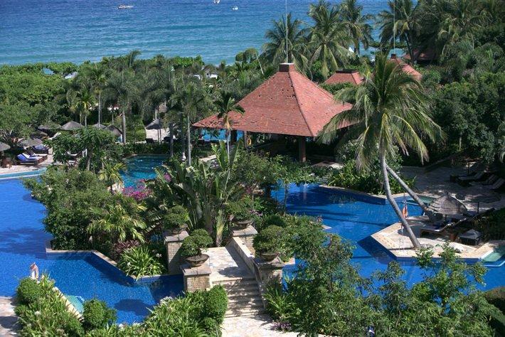Каскад бассейнов в Sanya Marriott Resort & Spa Hotel