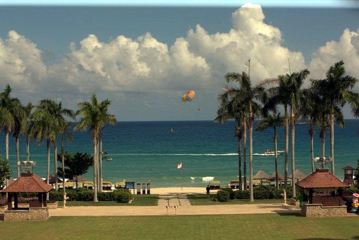 Пляж в Sanya Marriott Resort & Spa Hotel