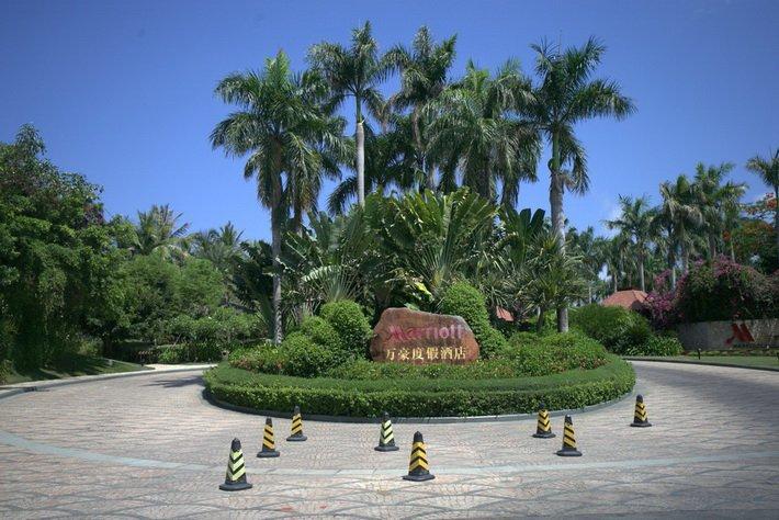 У входа в Marriott Resort Sanya
