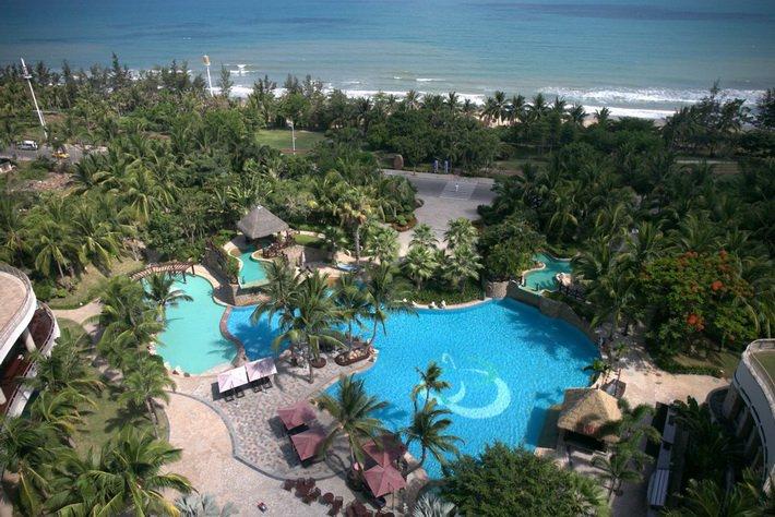 Бассейны отеля Grand Soluxe 5*