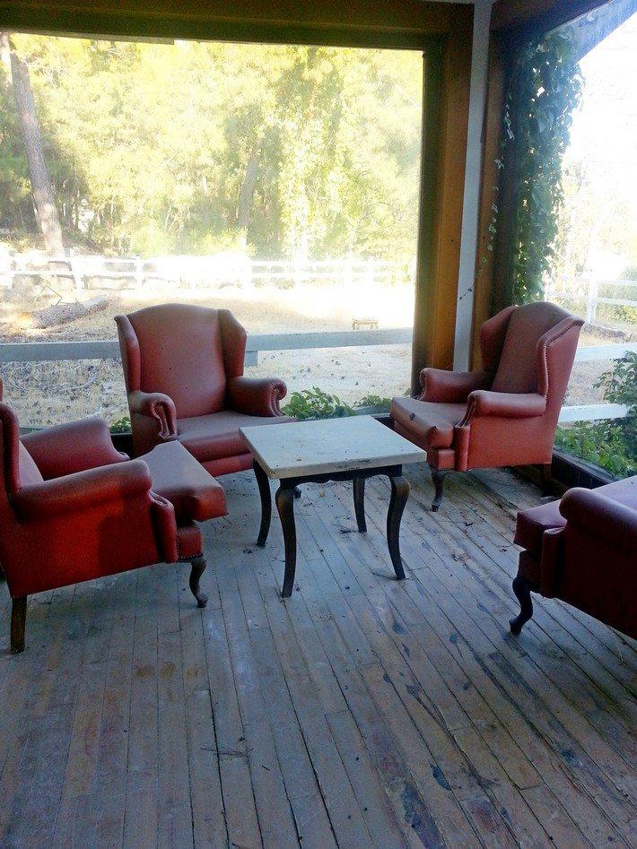мебель в холле отеля
