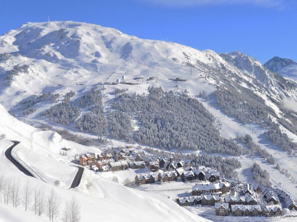 Лучшие-горнолыжные-курорты-Европы-Бакейра-Берет-2.jpg