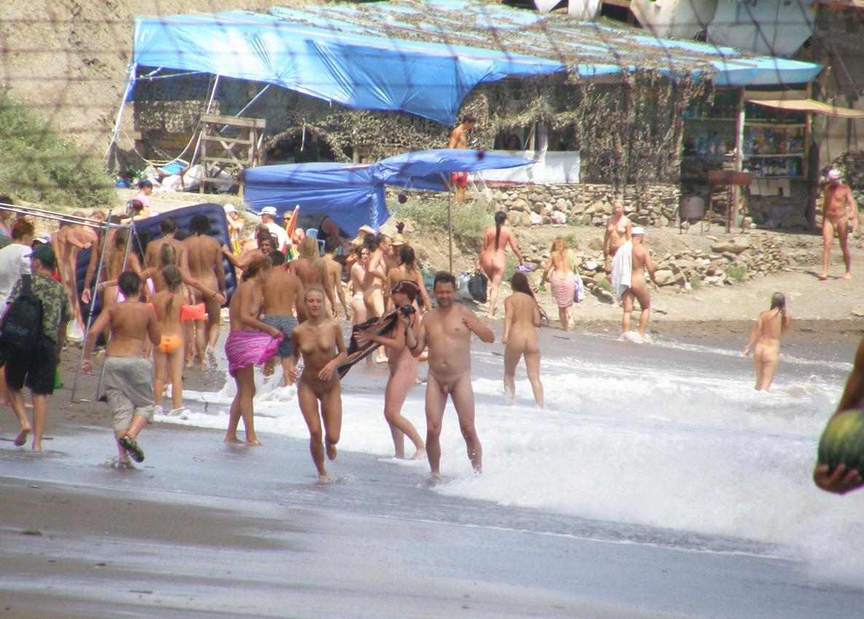 Приколы на нудистких пляжах 23 фотография