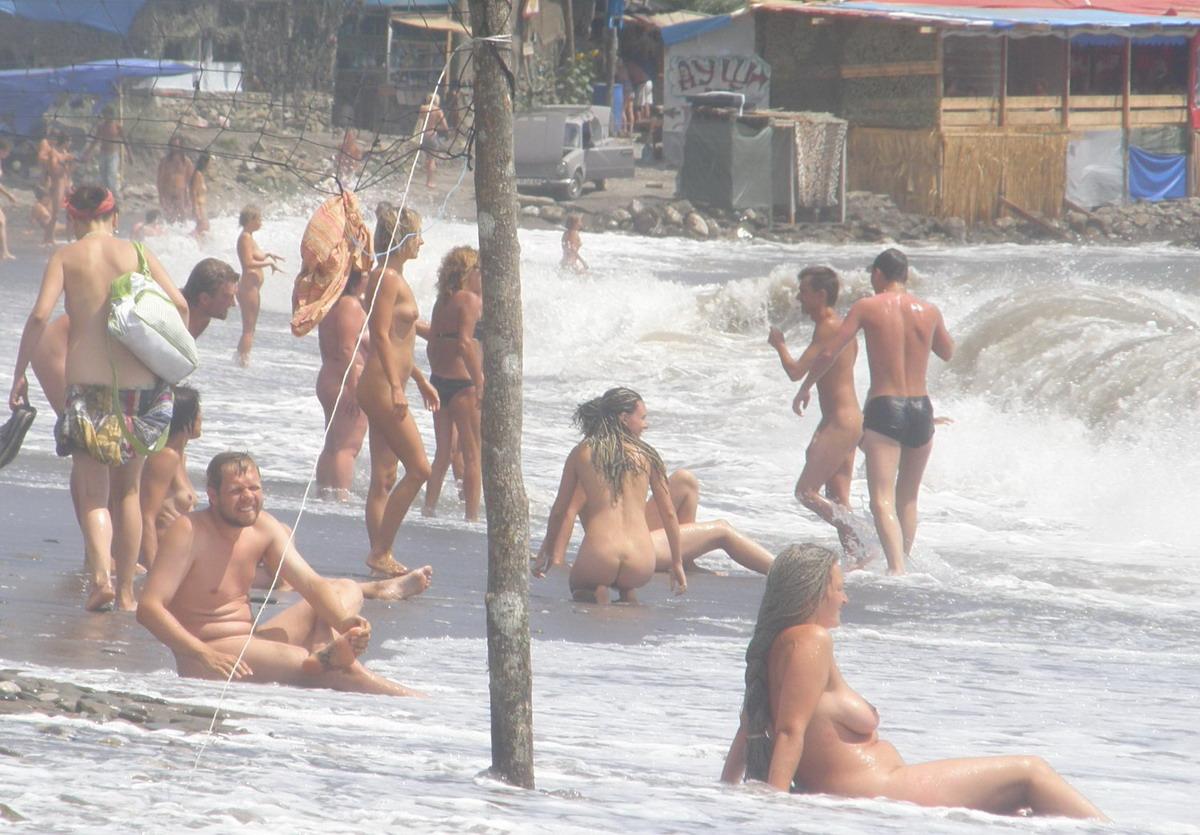 Фото нудисток на пляже в китае смотреть бесплатно 18 фотография